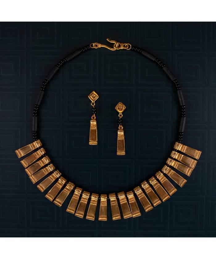 G22T+EIT Conjunto de collar y pendientes precolombinos Coralina y Cacería baño de oro 24K